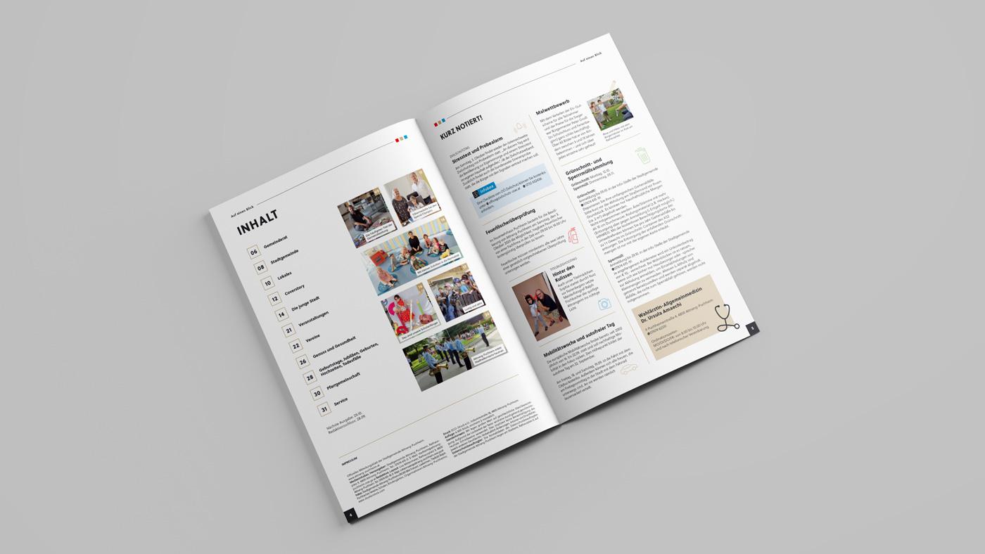 Aufgeschlagenes Stadtmagazin Attnang-Puchheim mit Inhaltsverzeichnis und Bildern