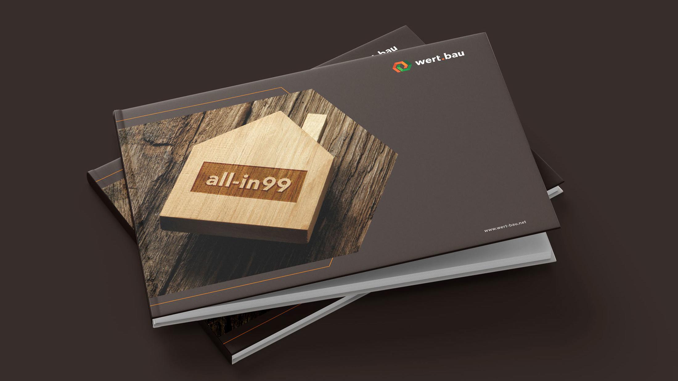 Zwei Ausgaben des all-in99 Buches mit einem Holzhaus am Cover un dem wert.bau Logo rechts oben im Eck