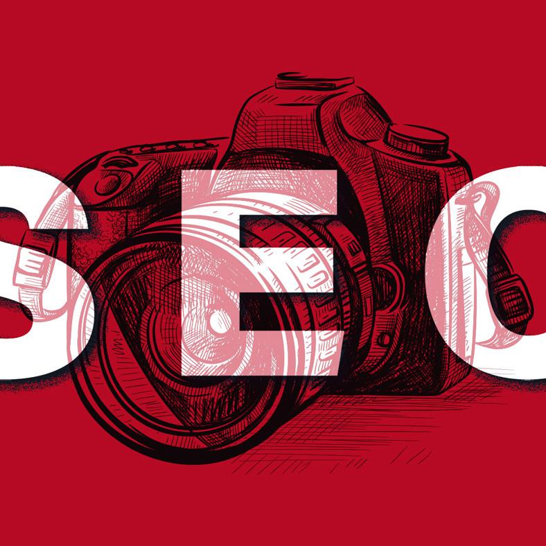 Das Wort SEO vor einer Kamera auf rotem Hintergrund symbolisiert Bilder-SEO